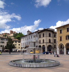 Piazza Arnolfo di Cambio in the lower town