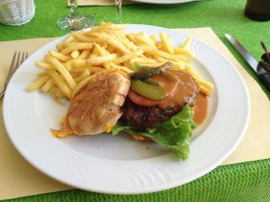 Burger & Fries-Swiss Style
