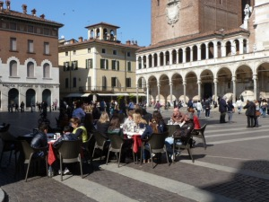 Dining al fresco in Cremona
